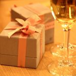 成人式のお祝いプレゼント 予算オーバーしたら?友人知人の相場は?